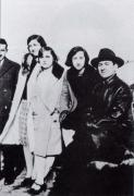 Carvalho Calero cun grupo de amigos